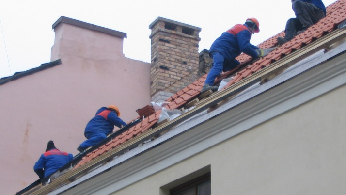 Roofer and Roof Repairing Services